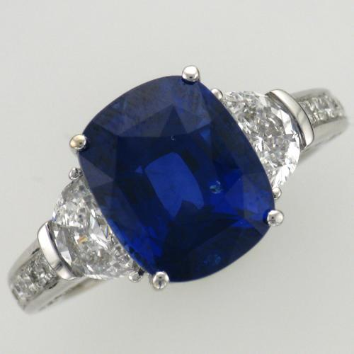 Ladies 18k white gold sapphire and diamond ring.