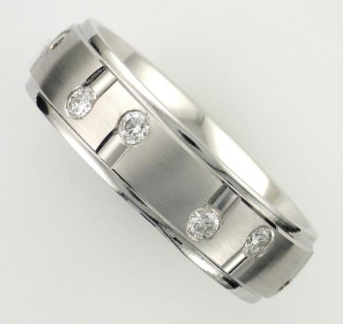 18k white gold satin and polished finish wedding band