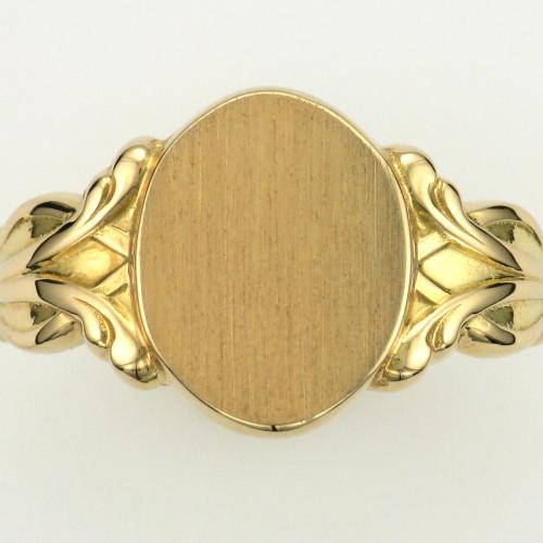 Ladies 18k yellow gold signet style ring.